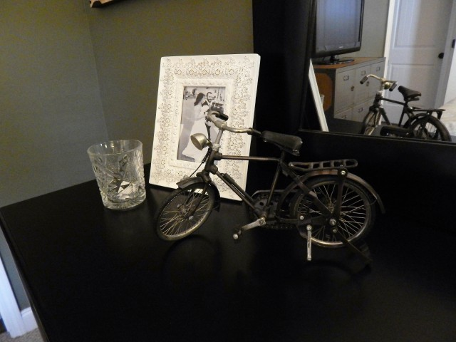 The glass candle holder is from my favorite Frankfurt coffee shop, Oheim. The bike is from our first trip to Amsterdam.